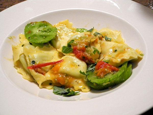 spinach_ravioli_fennel_heirlooms_sauce