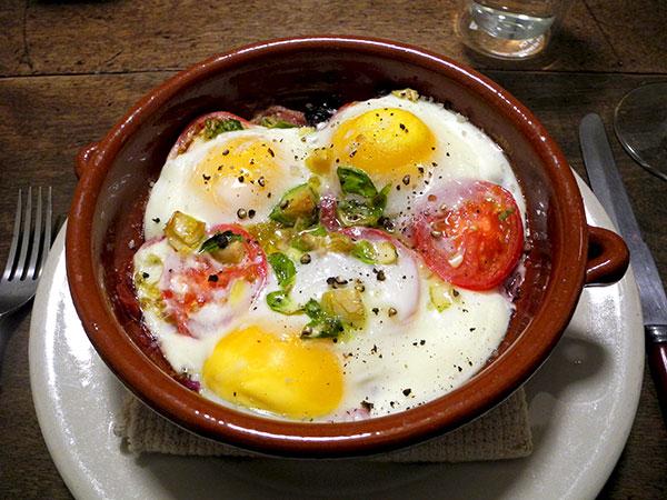 baked_eggs_prosciuto_tomato