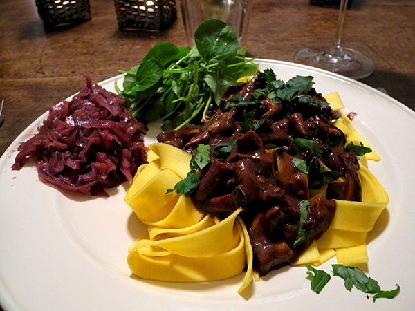 hare_sauce_pappardelle_red_cabbage