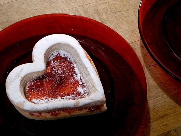 Valentine_linzer_cookie