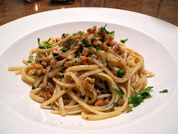 linguine_with_walnuts_anchovies
