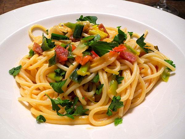 pasta_leeks_tomato_parlsey