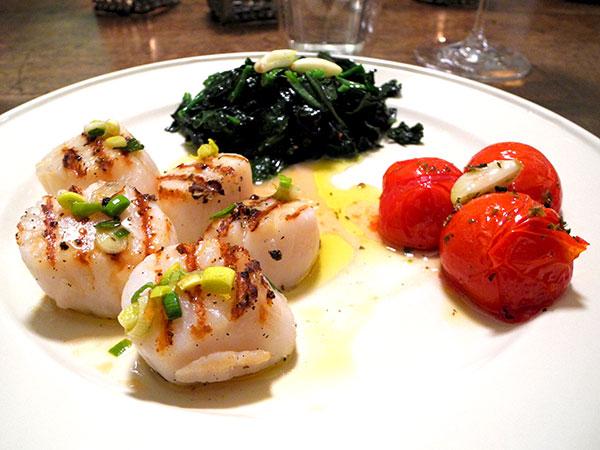 scallops_cav_nero_tomatoes