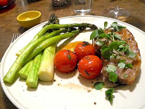 pork_chop_tomato_asparagus