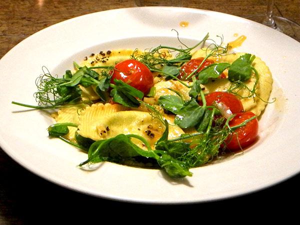 spinach_ravioli_baby_leeks_tomato_peasprouts