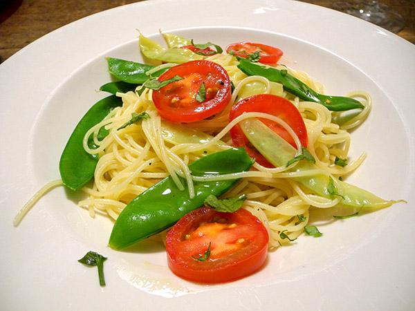 spaghettini_pea_pods_tomato