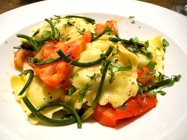 spinach_ravioli_tomatoes_scapes