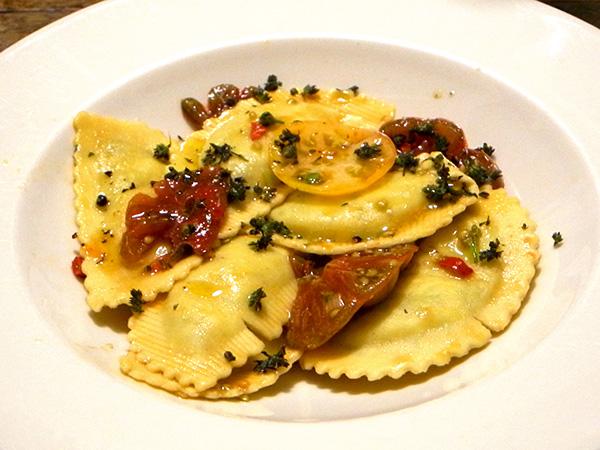 Demi-lune_spinach_ricotta_tomato