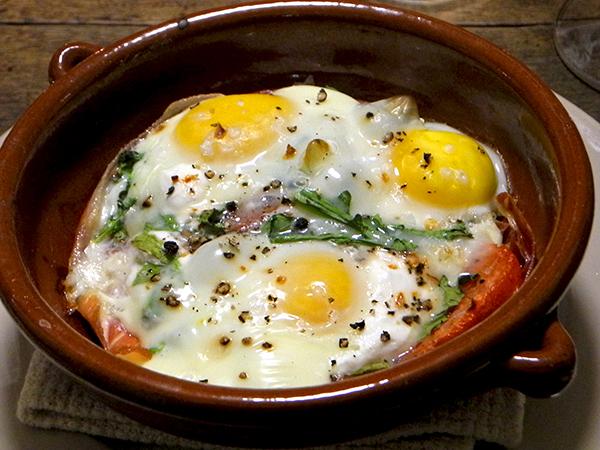 baked_eggs_prosciutto_tomato