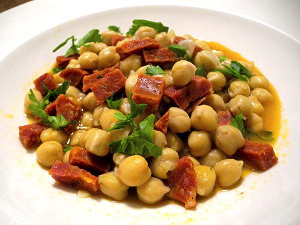 chickpeas_chorizo_pimenton_garlic