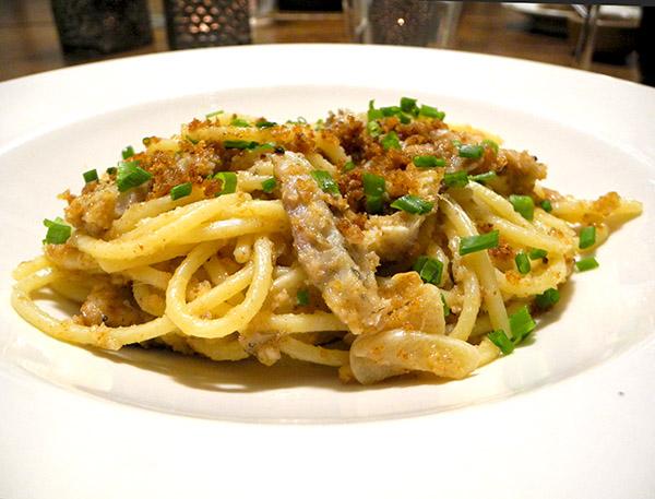 spaghettini_smoked_eel_garlic_pangrattato