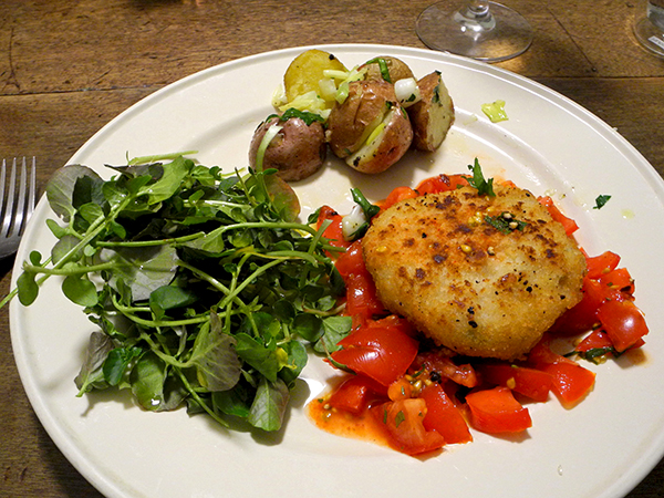 crab_cakes_tomato_salsa_potato