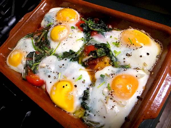 baked_eggs_tomato_sausage
