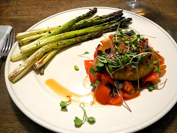 crab_cake_asparagus