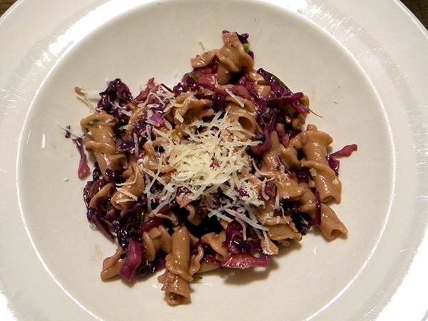 rye_trumpets_red_cabbage-sauce