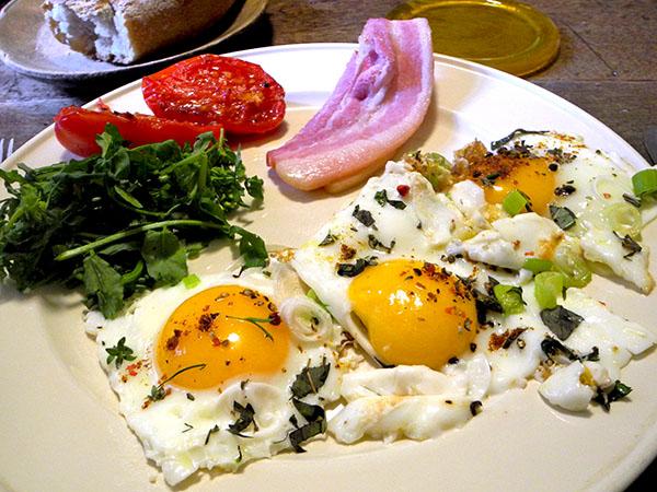 eggs-bacon_bread_tomato_ress
