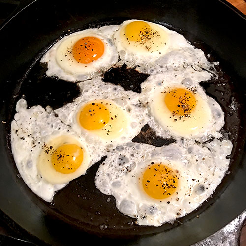 6_eggs_in_pan