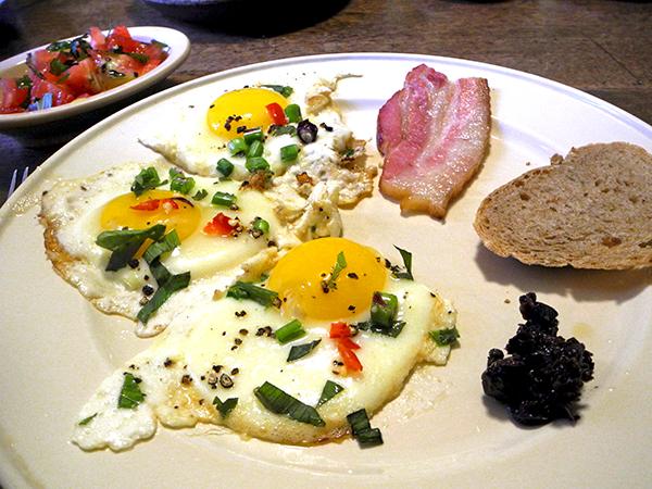 bacon_eggs_tomato_tapenade