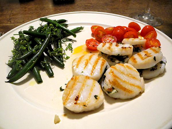 stuffed_scallops_tomato_haricots