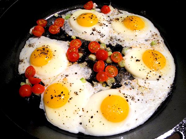 eggs_scallion_tomatoes_in_pan