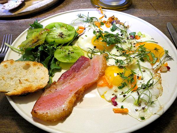 bacon_eggs_toast_tomato_etc
