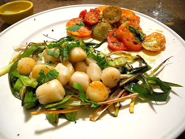 bay_scallops_leek_cucumber_tomato