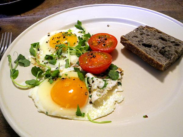 fried_eggs_pea_shoots2