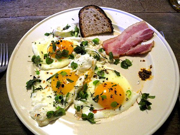 eggs_bacon_toast